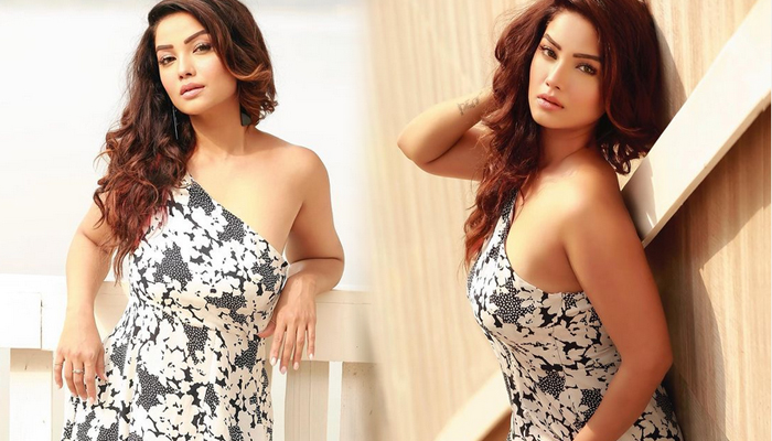 Bollywood Actress Adaa Khan Romantic Clicks-telugu Actress Hot Photos Bollywood Actress Adaa Khan Romantic Clicks - Telu High Resolution Photo