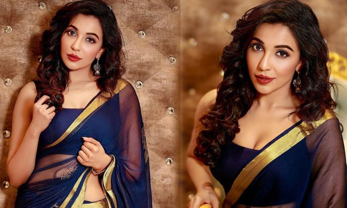 Bollywood Actress Parvati Nair New Saree Images - Telugu Actress Parvati Nair Hot Viral Pictures Images Glamorous Lates High Resolution Photo