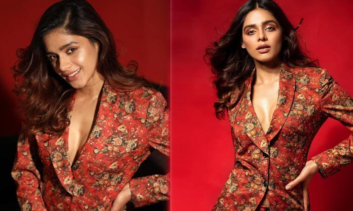 Bollywood Fashion Model Pranati Rai Prakash Adorble Looks - Telugu Actress Imagesm News Pranati Rai Prakash Hot Viral I High Resolution Photo