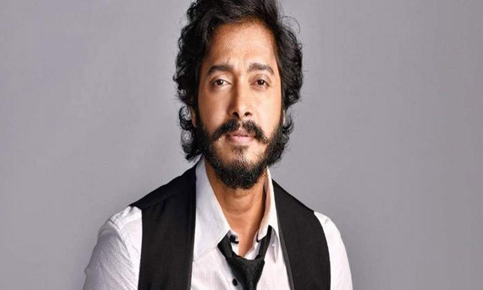 Shreyas Talpade Says His Bollywood Frnds Backstabbed-TeluguStop.com