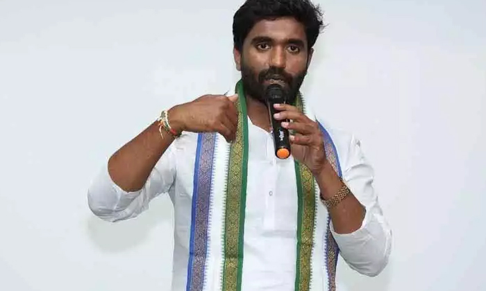 Leaders Campaign Through Social Media Is A Problem For The Ycp-TeluguStop.com