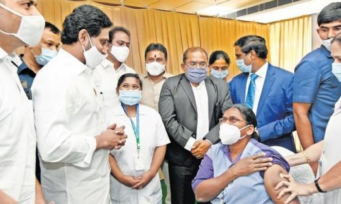 Devineni Uma Who Went On Strike-నిరసన దీక్షకు దిగిన దేవినేని ఉమ.. కారణం ఏంటంటే.. -Latest News - Telugu-Telugu Tollywood Photo Image-TeluguStop.com