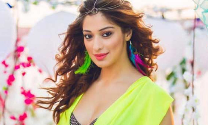 The Heroine Who Has Not Had A Relationship With Dhoni For A Long Time-TeluguStop.com
