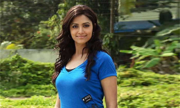 Did Mamata Mohandas Get A Call From Megastar-TeluguStop.com