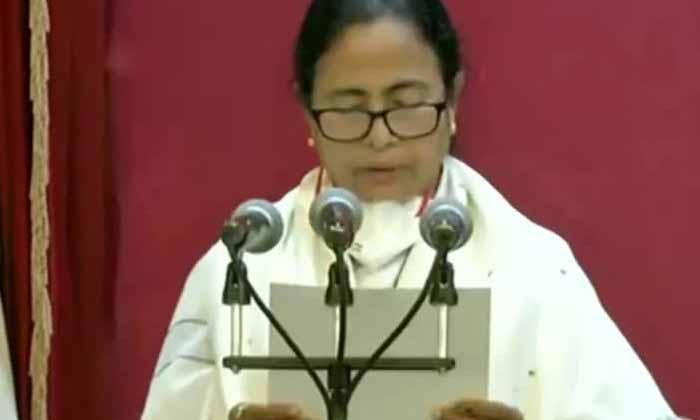 Didi Sworn In As Bengal Chief Minister-TeluguStop.com