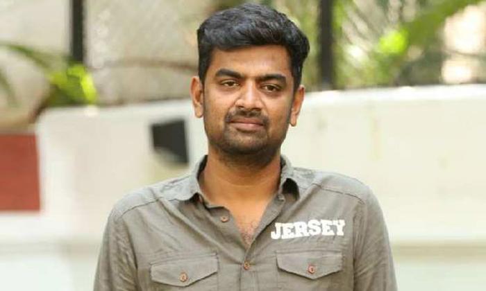 Gowtam Tinnanuri Narrate The Story To Allu Arjun-TeluguStop.com