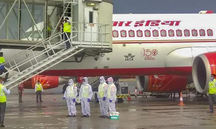 Indian Diaspora Suffering With Travel Ban On India-TeluguStop.com
