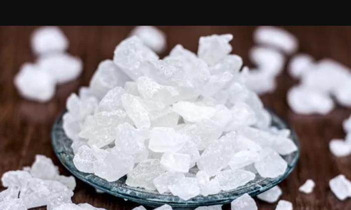 Rock Sugar Helps To Reduce Cough Naturally-దగ్గుకు చెక్ పెట్టే పటిక బెల్లం..ఎలా వాడాలంటే-Latest News - Telugu-Telugu Tollywood Photo Image-TeluguStop.com
