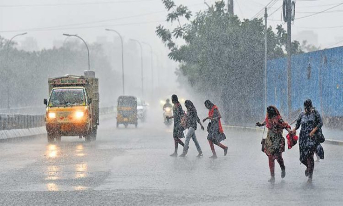 Imd Forecasts Rains And Thunderstorms For Next 4 Days In Telangana-TeluguStop.com