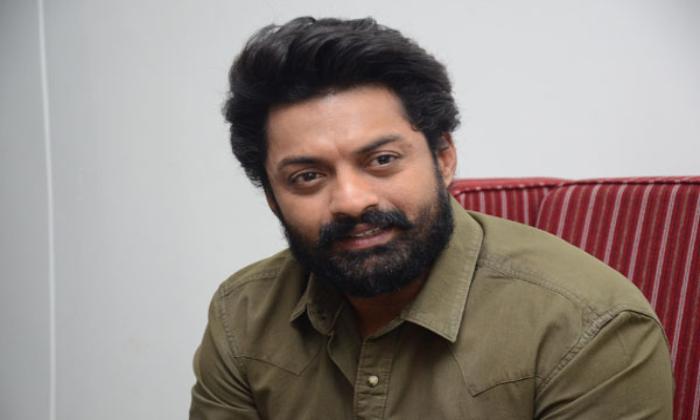 Kalyan Ram Play Triple Role In New Movie-త్రిపాత్రాభినయం చేయబోతున్న కళ్యాణ్ రామ్-Latest News - Telugu-Telugu Tollywood Photo Image-TeluguStop.com