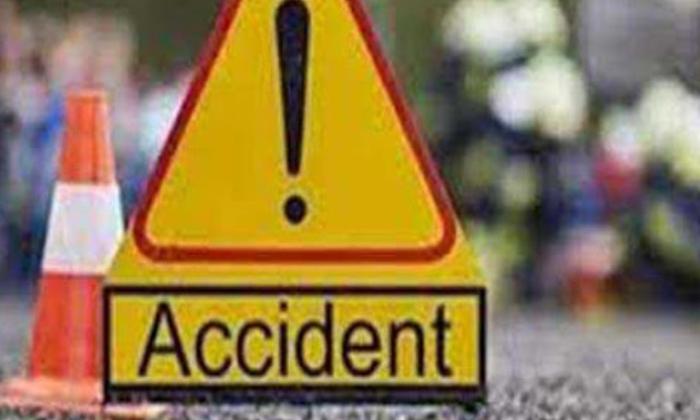 Terrible Road-పోలీసుల ప్రాణాలను బలిగొన్న లారీ డ్రైవర్ నిద్రమత్తు.. -Breaking/Featured News Slide-Telugu Tollywood Photo Image-TeluguStop.com