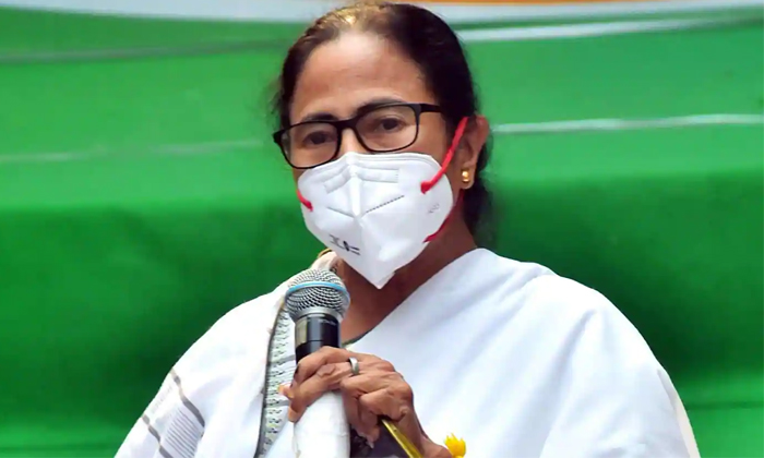 West Bengal Cm Mamata Banerjee Made A Sensational Decision Within A Few Hours Of Becoming The Cm-సీఎం అయిన కొద్ది గంటల్లోనే సంచలన నిర్ణయం తీసుకున్న మమతా బెనర్జీ..-Latest News - Telugu-Telugu Tollywood Photo Image-TeluguStop.com