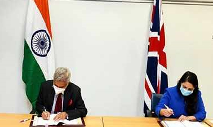 India Uk Migration Pact Overcomes Past Barriers Uks Home Secretary Priti Patel-గత అడ్డంకుల్ని అధిగమిస్తుంది.. యూకే – ఇండియా కొత్త మైగ్రేషన్ ఒప్పందంపై ప్రీతి పటేల్ వ్యాఖ్యలు-Latest News - Telugu-Telugu Tollywood Photo Image-TeluguStop.com
