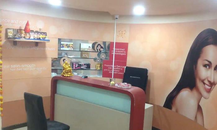 Sr Nagar Massage Centre Task Force Police Attack-ఎస్.ఆర్ నగర్ మసాజ్ సెంటర్ పై పోలీసుల ఎటాక్..-General-Telugu-Telugu Tollywood Photo Image-TeluguStop.com