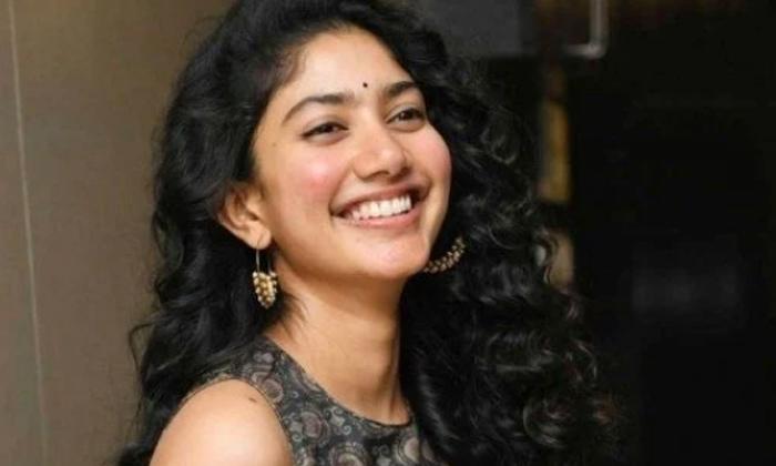 Sai Pallavi Dont Want To Act In Bellamkonda Movie Chatrapathi-TeluguStop.com