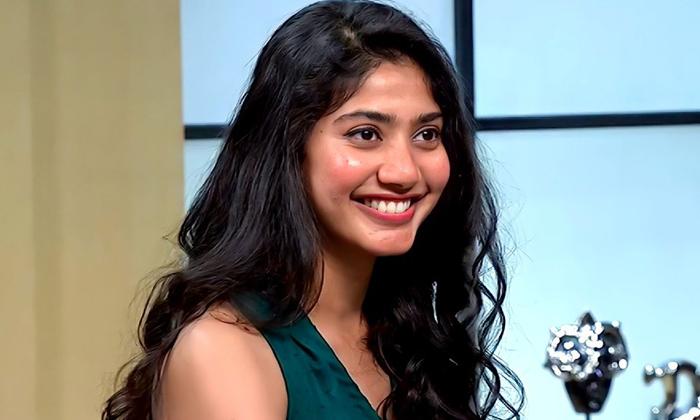 Saipallavi Says About Her Angriness On Sekhar Kammula-TeluguStop.com