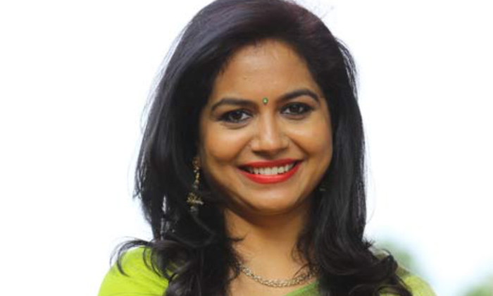 Singer Sunitha Shocking Reaction On Liquor Shops Full Rush-TeluguStop.com
