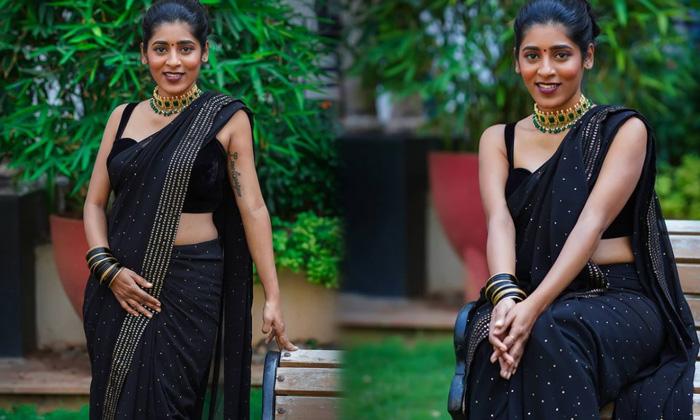 South Indian Actress Gayathri Gupta Beautiful Saree Images - Telugu Gayathri Gupta Amazing Pics Awesome Poses Beautiful High Resolution Photo
