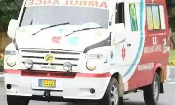 Tahsildar Turned Into An Ambulance Driver To Save Life Of A Corona Patient!-TeluguStop.com