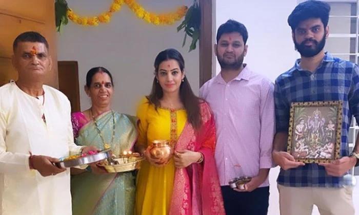 Telugu Big Boss Fame Diksha Panth Purchased New Home-కొత్త ఇల్లు కొన్న బిగ్ బాస్ బ్యూటీ…-Latest News - Telugu-Telugu Tollywood Photo Image-TeluguStop.com