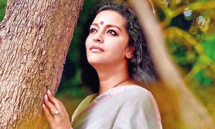Telugu Veteran Heroine Renu Desai Offering Help In Corona Pandemic Situation-TeluguStop.com