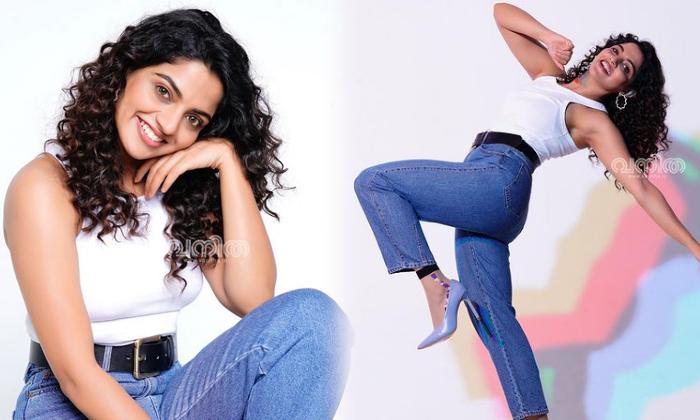 Tollywood Actress Nikhila Vimal Mind Blowing Pictures-telugu Actress Hot Photos Tollywood Actress Nikhila Vimal Mind Blo High Resolution Photo
