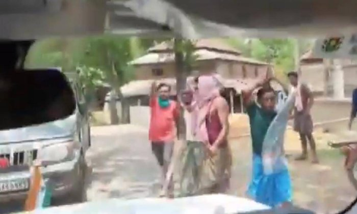 In Bengal Attacks On Union Minister-TeluguStop.com