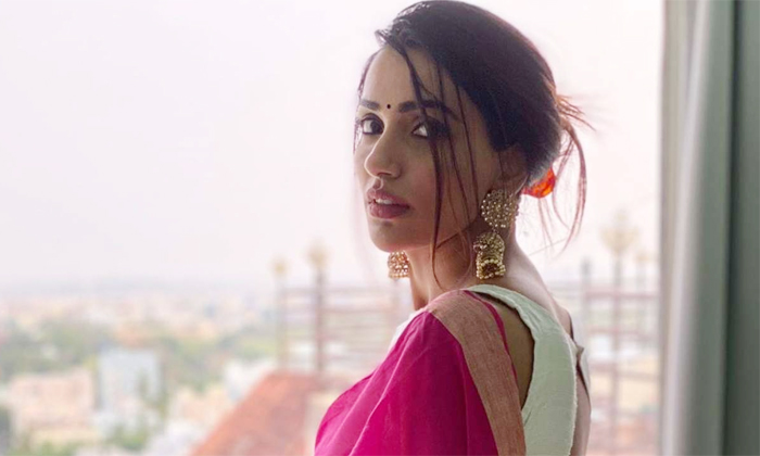 Actress Akshara Gowda Comments About Tupaki Movie Role-TeluguStop.com