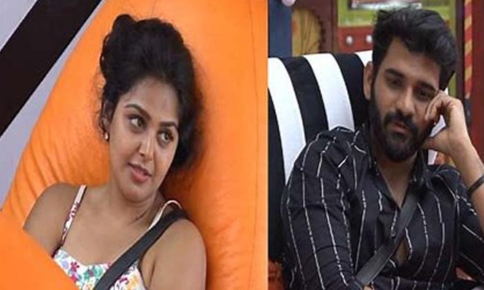 Akhil Sarthak Monal Gajjar Video Calls Goes Viral In Social Media-TeluguStop.com