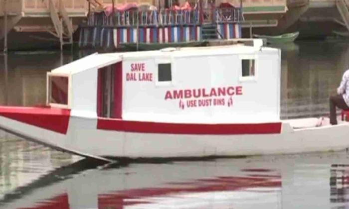 Viral The Young Man Who Turned The Boat Into An Ambulance Where-వైరల్ : పడవనే అంబులెన్స్ గా మార్చిన యువకుడు.. ఎక్కడంటే..-General-Telugu-Telugu Tollywood Photo Image-TeluguStop.com