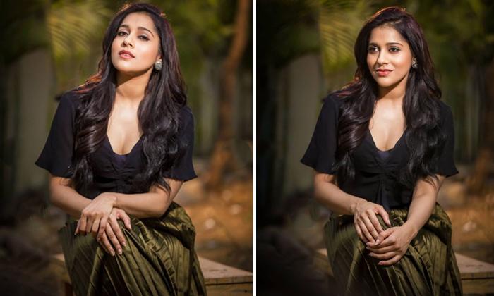 Rashmi Gautam Hot Photo Goes Viral In Social Media-హాట్ ఫోటోతో రెచ్చిపోయిన రష్మీ.. నెటిజన్లు ఏమన్నారంటే..-Latest News - Telugu-Telugu Tollywood Photo Image-TeluguStop.com
