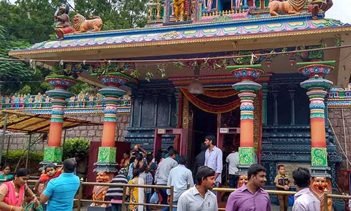 Balkampet Yellamma And Jubileehills Peddamma Temples Closed Due To Corona-కరోనా నేపధ్యంలో నగరంలోని ప్రముఖ ఆలయాలు మూసివేత.. -Breaking/Featured News Slide-Telugu Tollywood Photo Image-TeluguStop.com