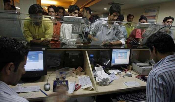 Telangana Lockdown Bank Timings Are Changed-TeluguStop.com