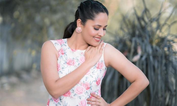 Birthday Special Story On Actress Anasuya-అనసూయకు ఆ సినిమాలోనే సుకుమార్ అవకాశం ఇచ్చారట.. కానీ-Latest News - Telugu-Telugu Tollywood Photo Image-TeluguStop.com