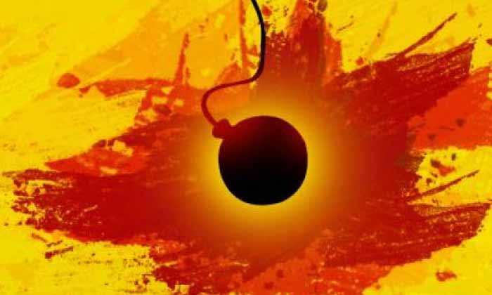Oops The Kids Who Played With The Ball Unexpectedly Bomb Finally-అయ్యోయో: బంతి అనుకోని బాంబుతో ఆడుకున్న చిన్నారులు.. చివరకి..-General-Telugu-Telugu Tollywood Photo Image-TeluguStop.com