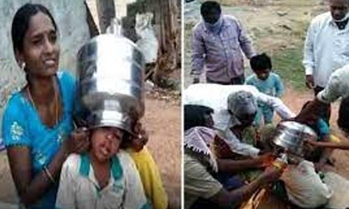 Viral Video Boys Head Stuck In A Ditch Finally-TeluguStop.com