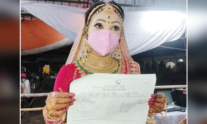 Bride In Uttarpradesh Runs To Polling Counting Center To Receive Victory Certificate In Between Of Marriage-TeluguStop.com