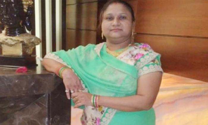 Central Minister Gehlot Daughter Yogita Solanki Died Of Corona-కరోనా నింపిన విషాదం.. కేంద్రమంత్రి కూతురు మృతి.. -Breaking/Featured News Slide-Telugu Tollywood Photo Image-TeluguStop.com