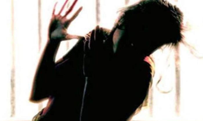 Corona Positive Patient Rape Attempt On Lady Corona Patient In Orissa-ఛీ.. ఛీ.. కరోనా వైరస్ సోకిన పేషెంట్ ని రేప్ చేయడానికి ప్రయత్నించిన మరో పేషెంట్… చివరికి… -General-Telugu-Telugu Tollywood Photo Image-TeluguStop.com