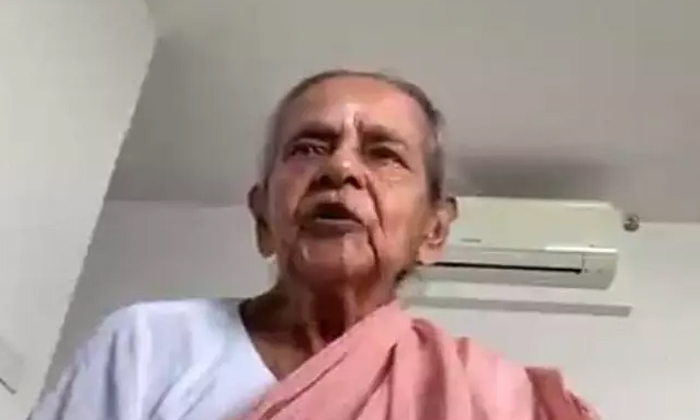 Viral Video Dont Be Afraid Of The Vaccine 97 Year Old Grandmother Who Dares To Say 97-TeluguStop.com
