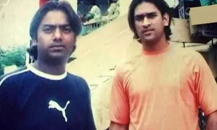 These 2 Incidents Proove About Dhoni Simplicity-TeluguStop.com