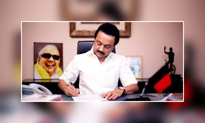 Dmk Party Stalin To Take Oath As Tamil Nadu Chief Minister On May 7-ఆ రోజే తమిళనాడు ముఖ్యమంత్రిగా స్టాలిన్ ప్రమాణ స్వీకారం..-General-Telugu-Telugu Tollywood Photo Image-TeluguStop.com