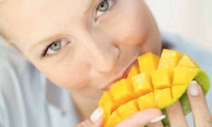 Drinking Water Eating Mango Mangoes Benefits Of Mangoes-TeluguStop.com