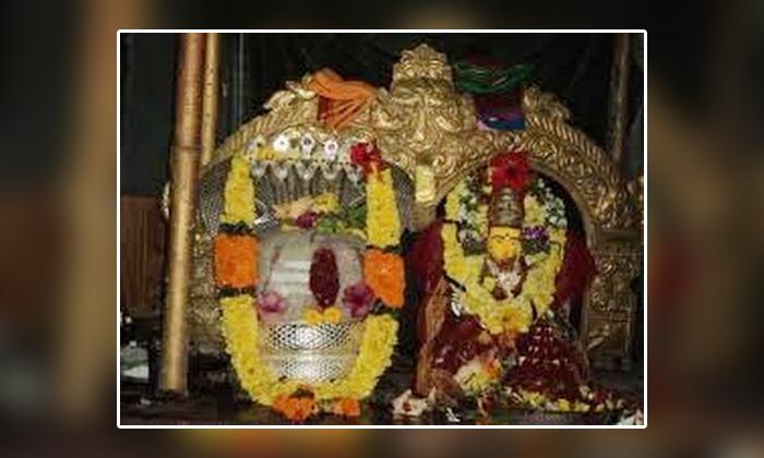 Secrets Of Jaladheeshwaraswamy Temple-ఏక పీఠంపై దర్శనమిచ్చే పార్వతీ పరమేశ్వరుల ఆలయం ఎక్కడుందో తెలుసా-Latest News - Telugu-Telugu Tollywood Photo Image-TeluguStop.com