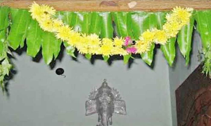 Follow These Tips To Avoid Falling Prey To Evil Spirits-దుష్టశక్తుల బారిన పడకుండా ఉండాలంటే.. ఇంట్లో ఈ విధంగా చేయాలి-Latest News - Telugu-Telugu Tollywood Photo Image-TeluguStop.com