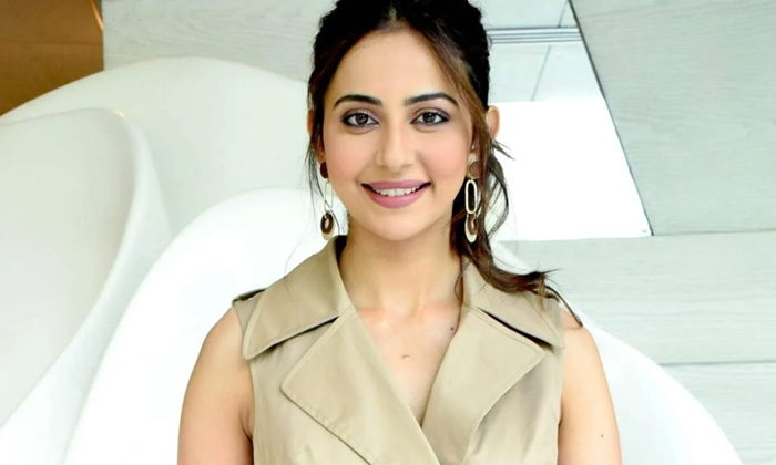 Heroine Rakul Preet Singh Interesting Comments About Movies-TeluguStop.com