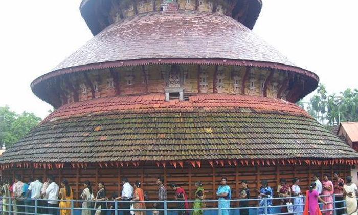 Historical Facts About Madhur Mahaganapati Temple-తొలి దర్శనం మహిళలకు కల్పించే గణపతి ఆలయం ఎక్కడుందో తెలుసా-Latest News - Telugu-Telugu Tollywood Photo Image-TeluguStop.com