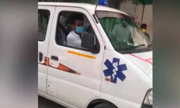 What If The Minister Of State Becomes An Ambulance Driver-రాష్ట్ర మంత్రి అంబులెన్స్ డ్రైవర్ గా మారిన వేళ..-General-Telugu-Telugu Tollywood Photo Image-TeluguStop.com