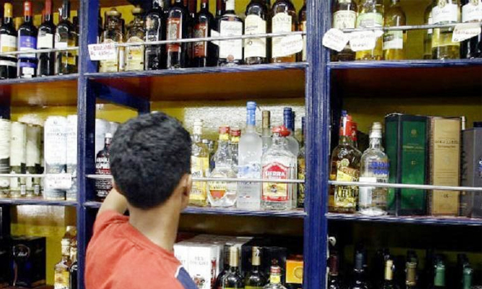 People Who Emptied Crores Of Rupees Of Liquor Due To Telangana Lock Down-కరోనా వల్ల కోట్ల రూపాయల సరకు ఖాళీ చేసిన పేద భారతీయులు.. -Breaking/Featured News Slide-Telugu Tollywood Photo Image-TeluguStop.com