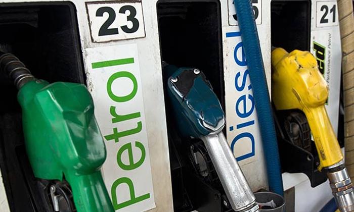 Rising Petrol Prices After Elections-ఎన్నికలు ముగియగానే పెరుగుతున్న పెట్రోలు ధరలు.. ఊహించిందే జరుగుతుందా.. -Breaking/Featured News Slide-Telugu Tollywood Photo Image-TeluguStop.com